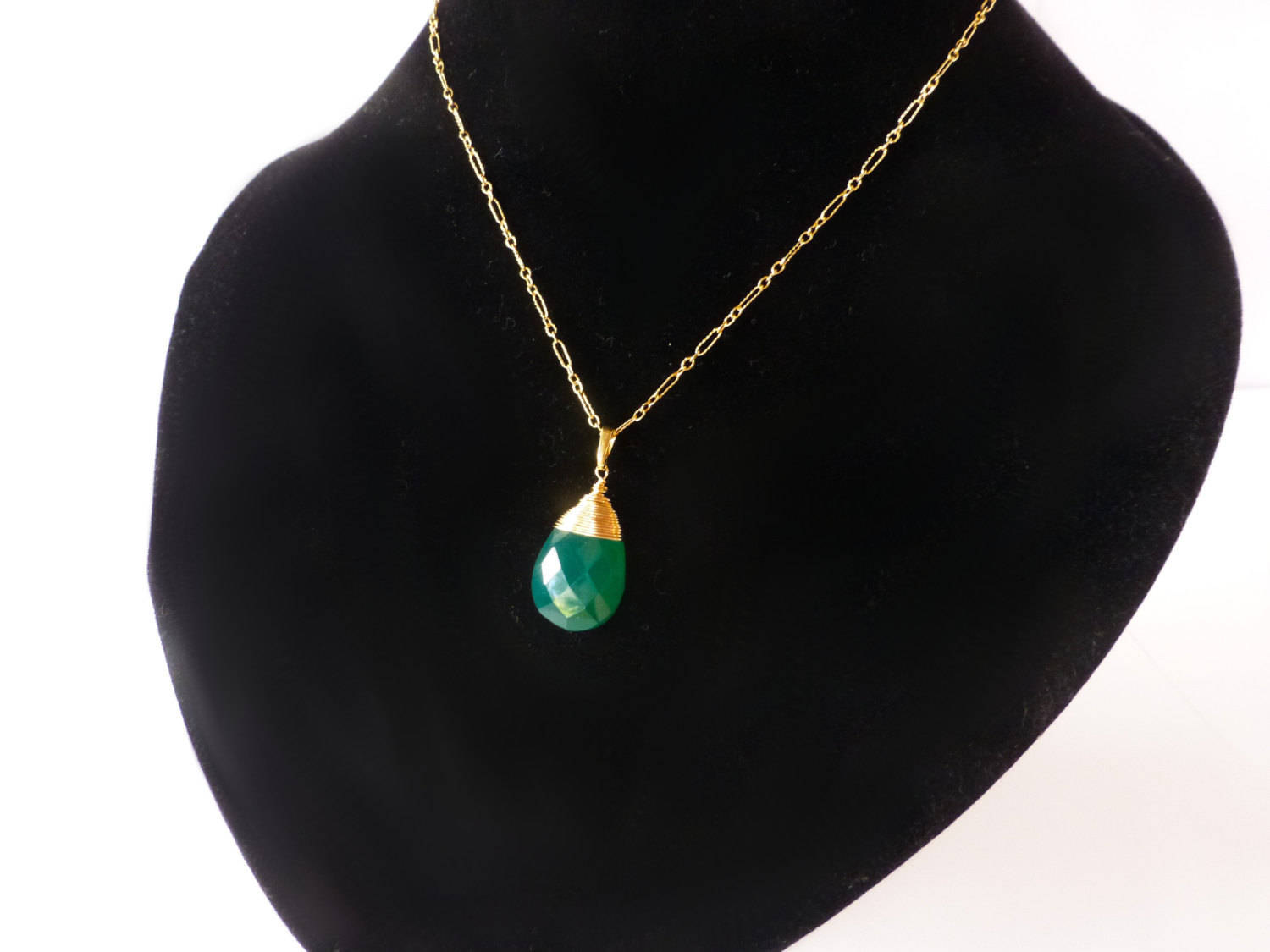 Emerald Green Onyx Large Pendant Necklace In Gold Filled. Traditional Wedding Rings. Designer Anklet. Silk Necklace. Rosary Necklace. Bridesmaids Necklace. Arty Engagement Rings. Elephant Necklace. Personalized Chains